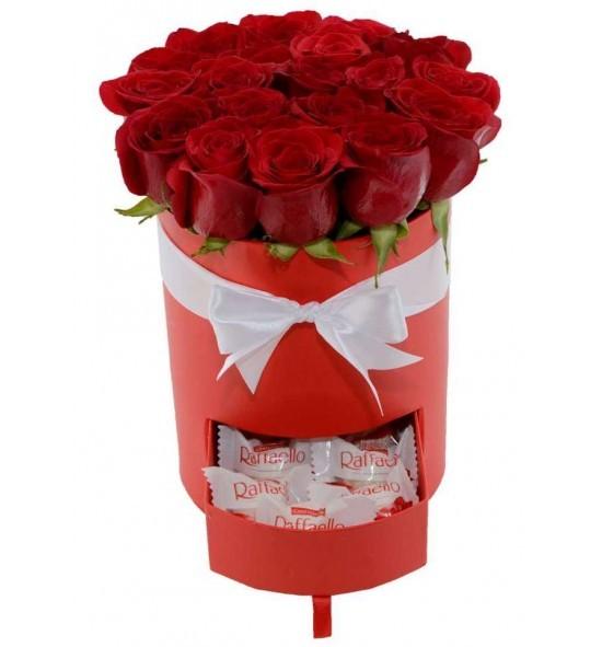 Cutie trandafiri rosii si bomboane