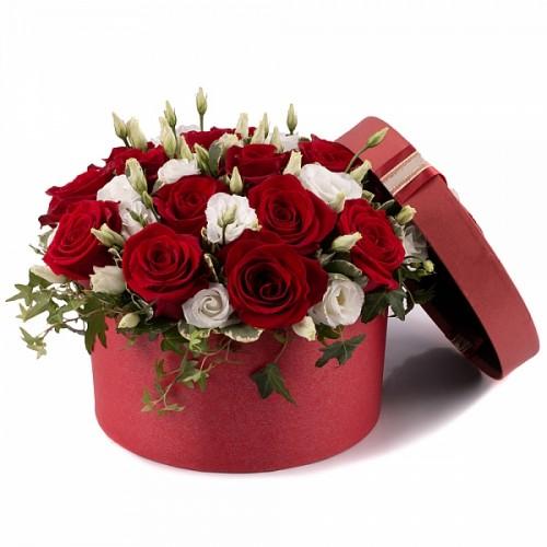 cutie-din-trandafiri-si-lisianthus